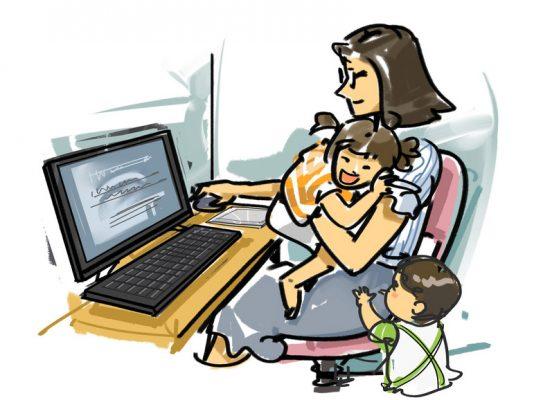 Una mamma che lavora da casa