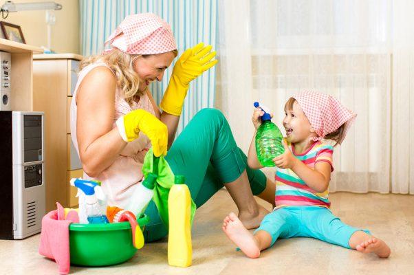 Come organizzare le pulizie di casa con un bimbo piccolo