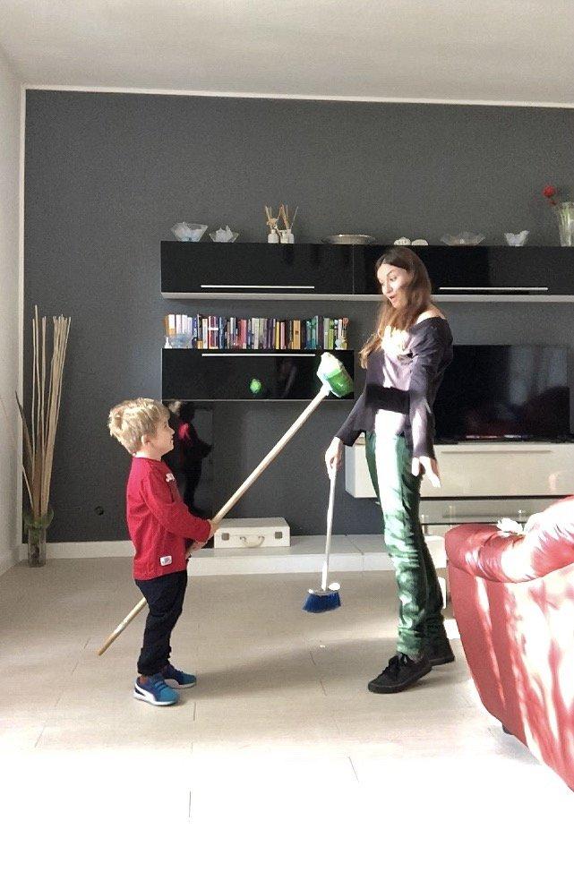 Come pulire casa con un bambino