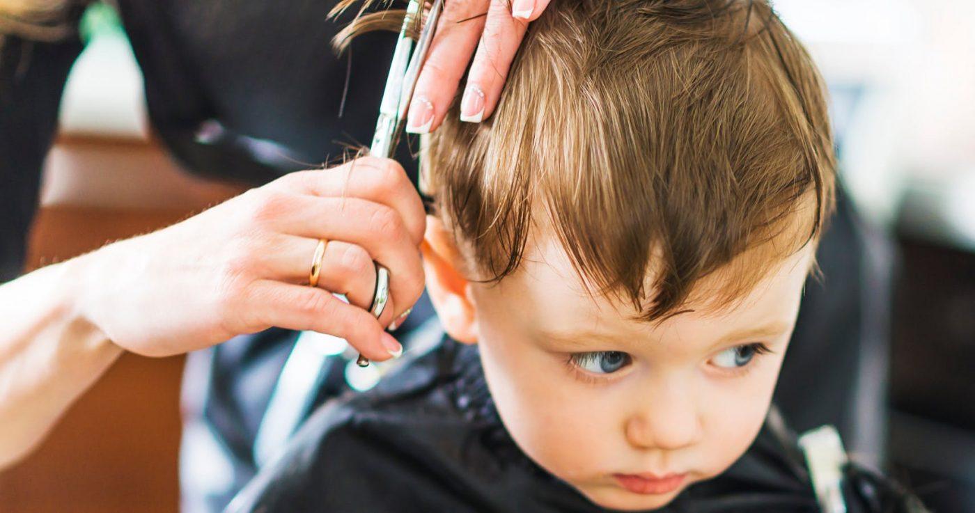 come tagliare i capelli a un bambino