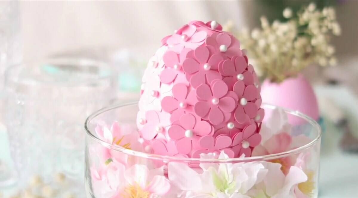 Uova di Pasqua con fiori