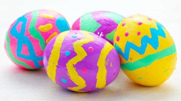 Uova di Pasqua con cornicette