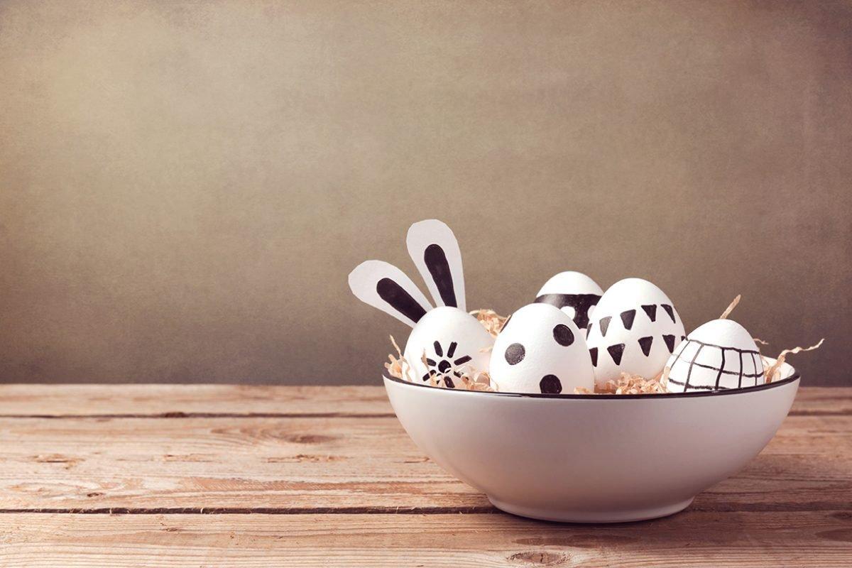 Uova di Pasqua bianche e nere