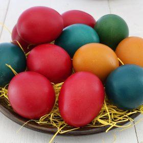 Uova di Pasqua fai da te: 10 coloratissime idee