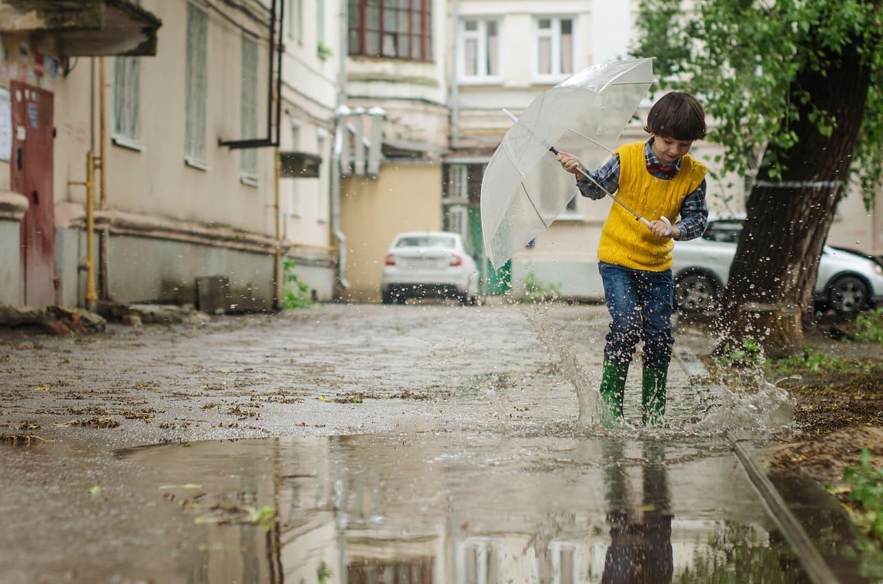cosa fare con bambini quando piove