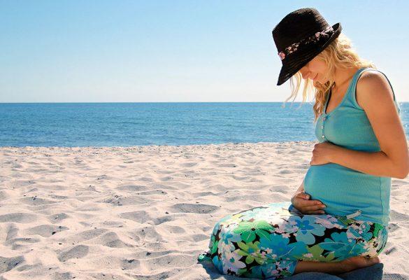 Consigli per una vacanza al mare in gravidanza