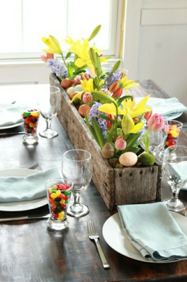 Decorare la tavola di Pasqua con i fiori freschi: alcune composizioni