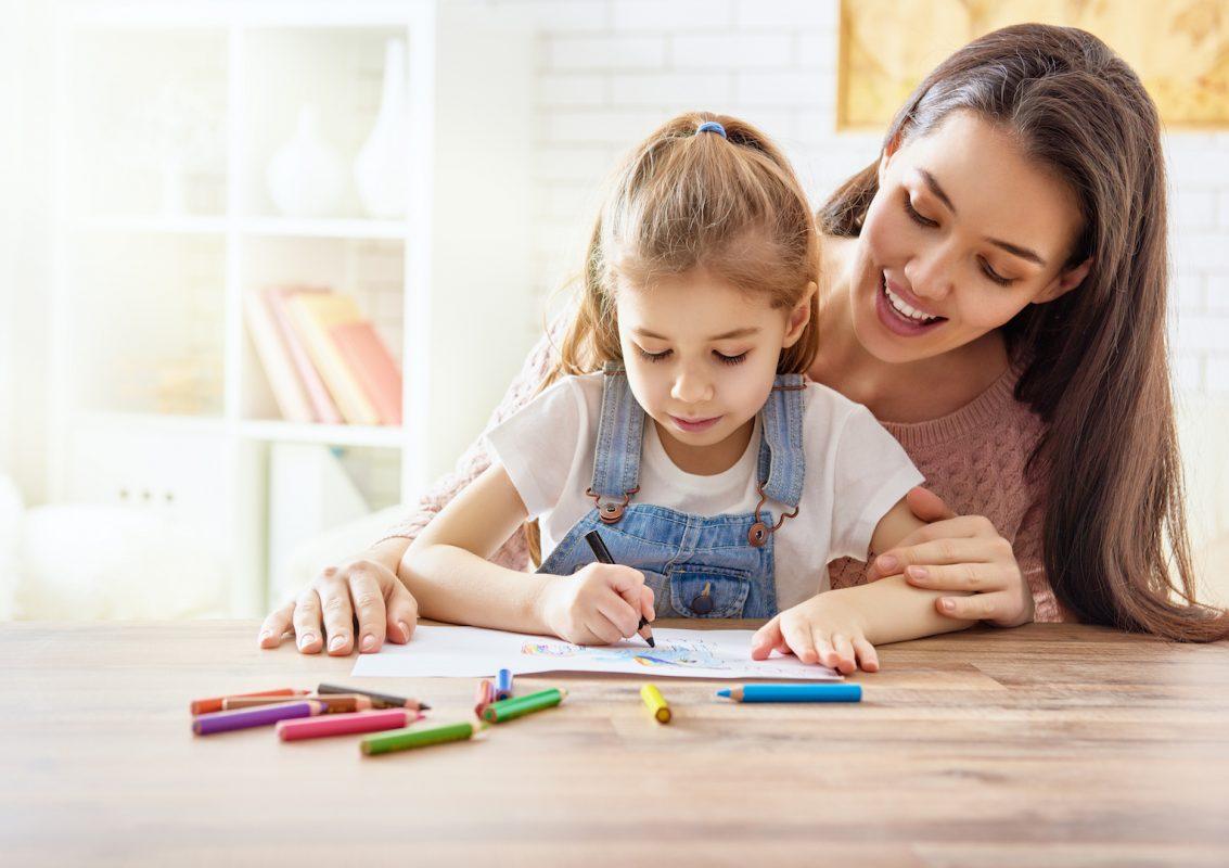 Interpretare i disegni dei bambini: come farlo e cosa rappresentano