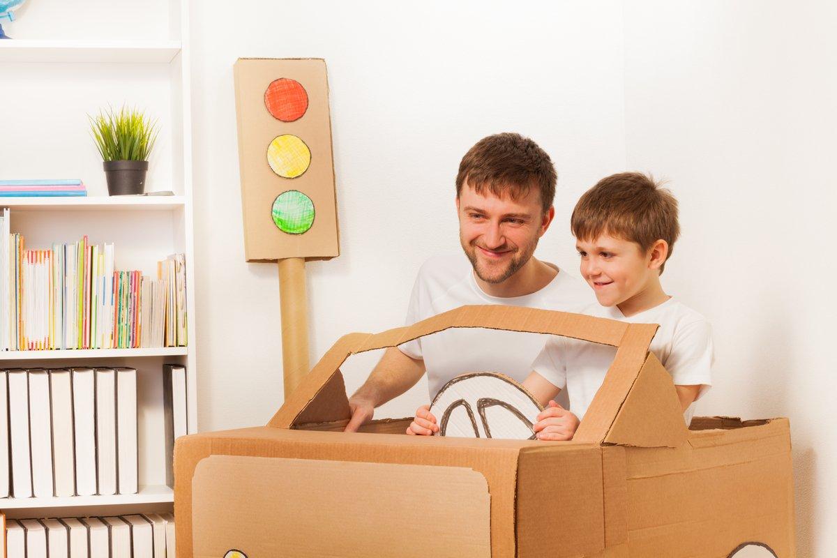 Costruire una macchina di cartone per bambini: ecco come fare