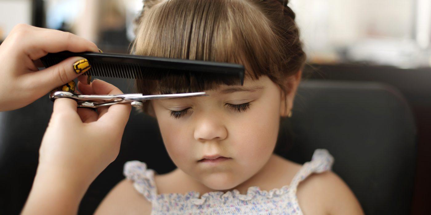 Tagliare i capelli ai bambini in casa: come fare e consigli utili