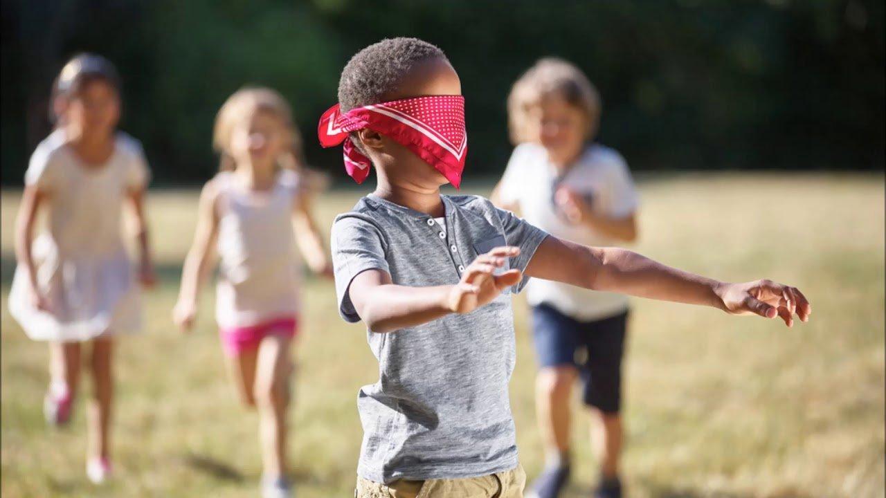 Mosca Cieca gioco: le regole da spiegare ai bambini