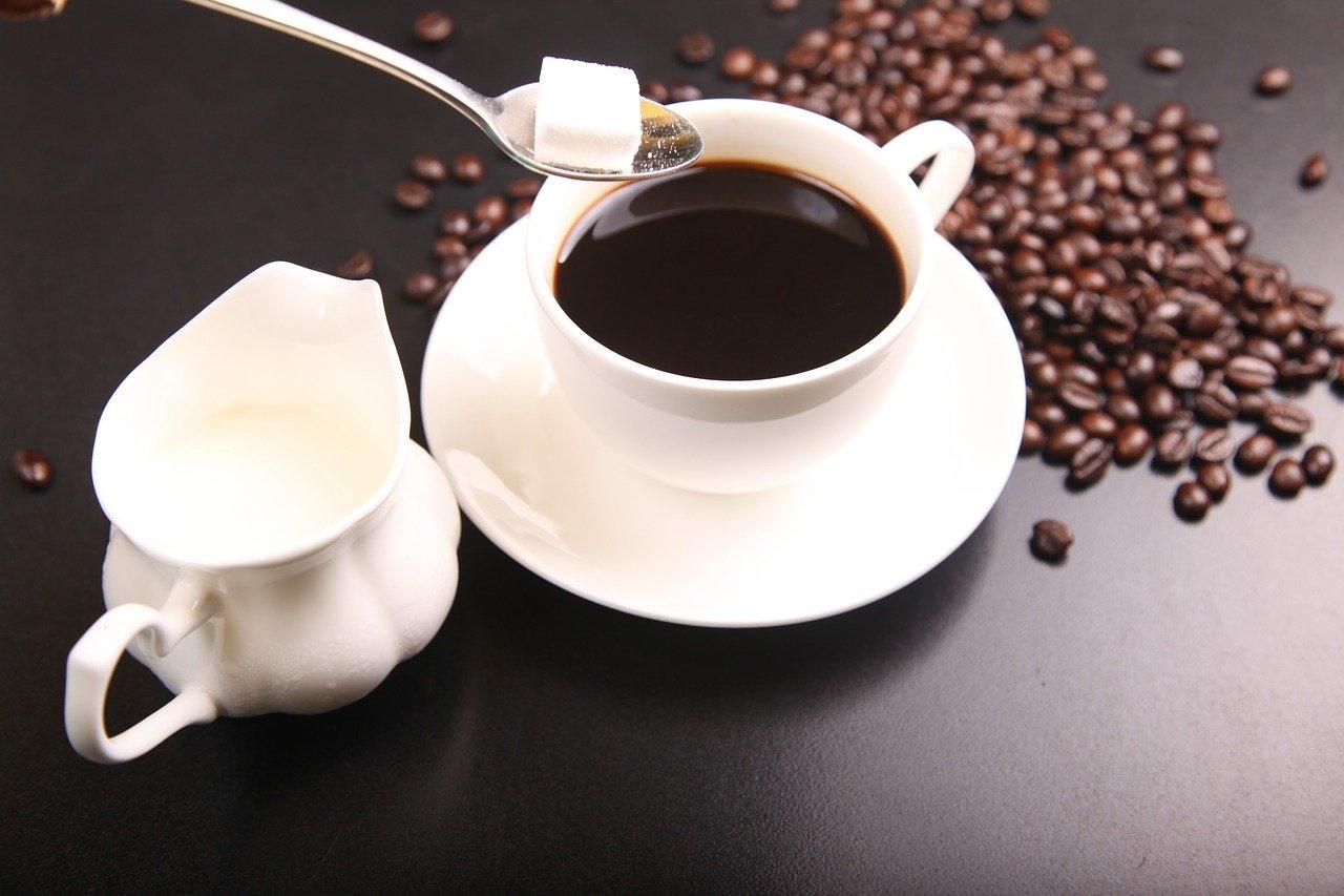 Caffè in gravidanza: normale o decaffeinato? Rischi e pericoli