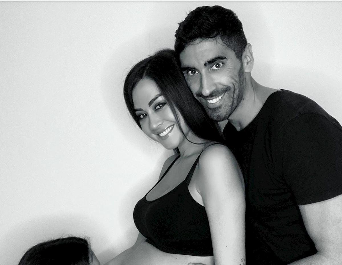 Giorgia Palmas incinta di Filippo Magnini: pancione a sorpresa sui social