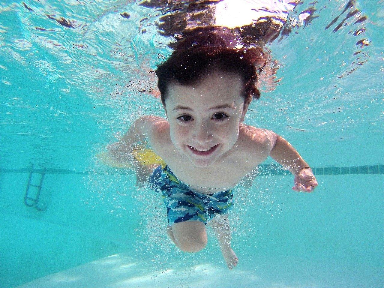 Piscina bambini: come divertirsi a casa in estate senza mare