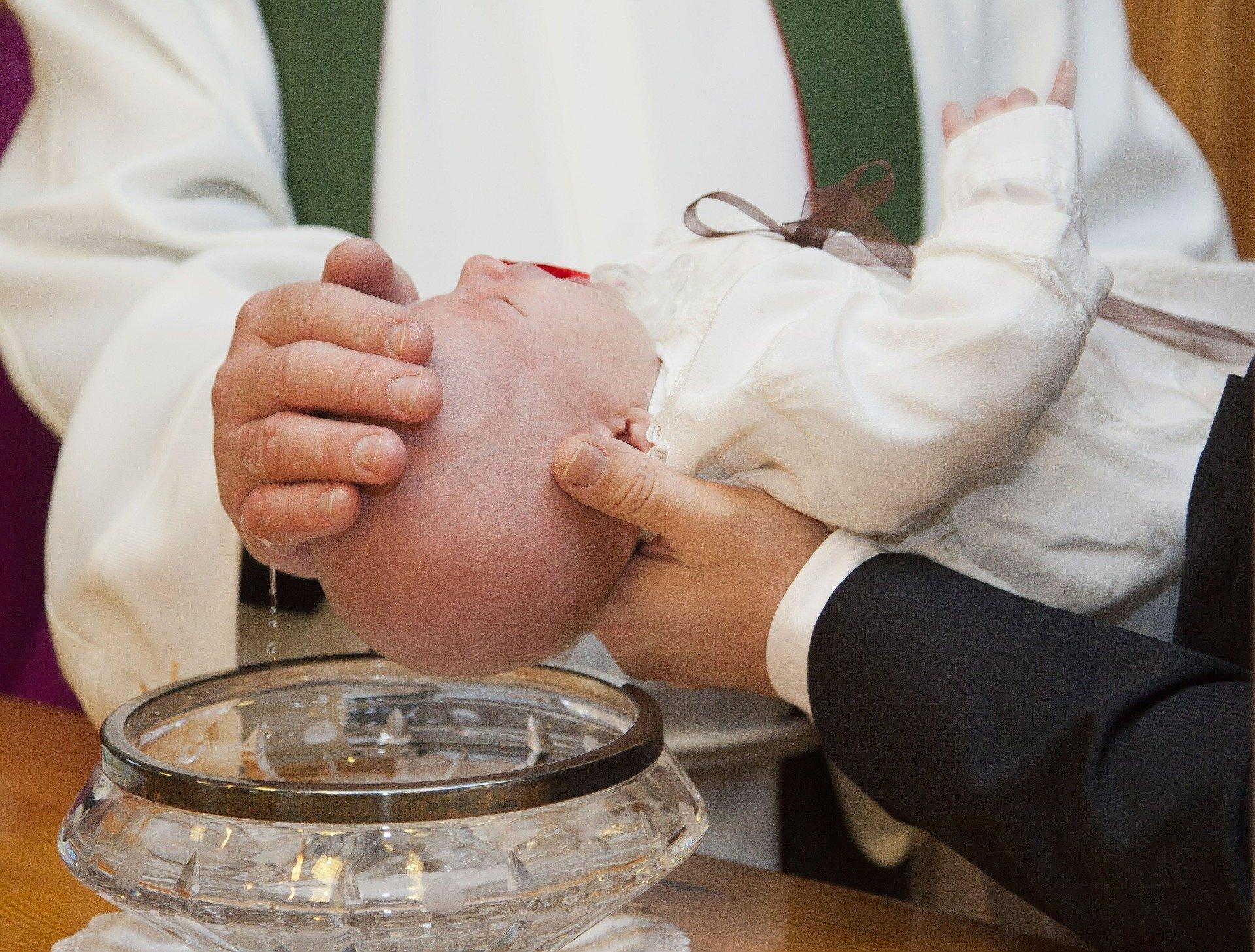 Regalo battesimo padrino e madrina: cosa regalare? 15 idee originali