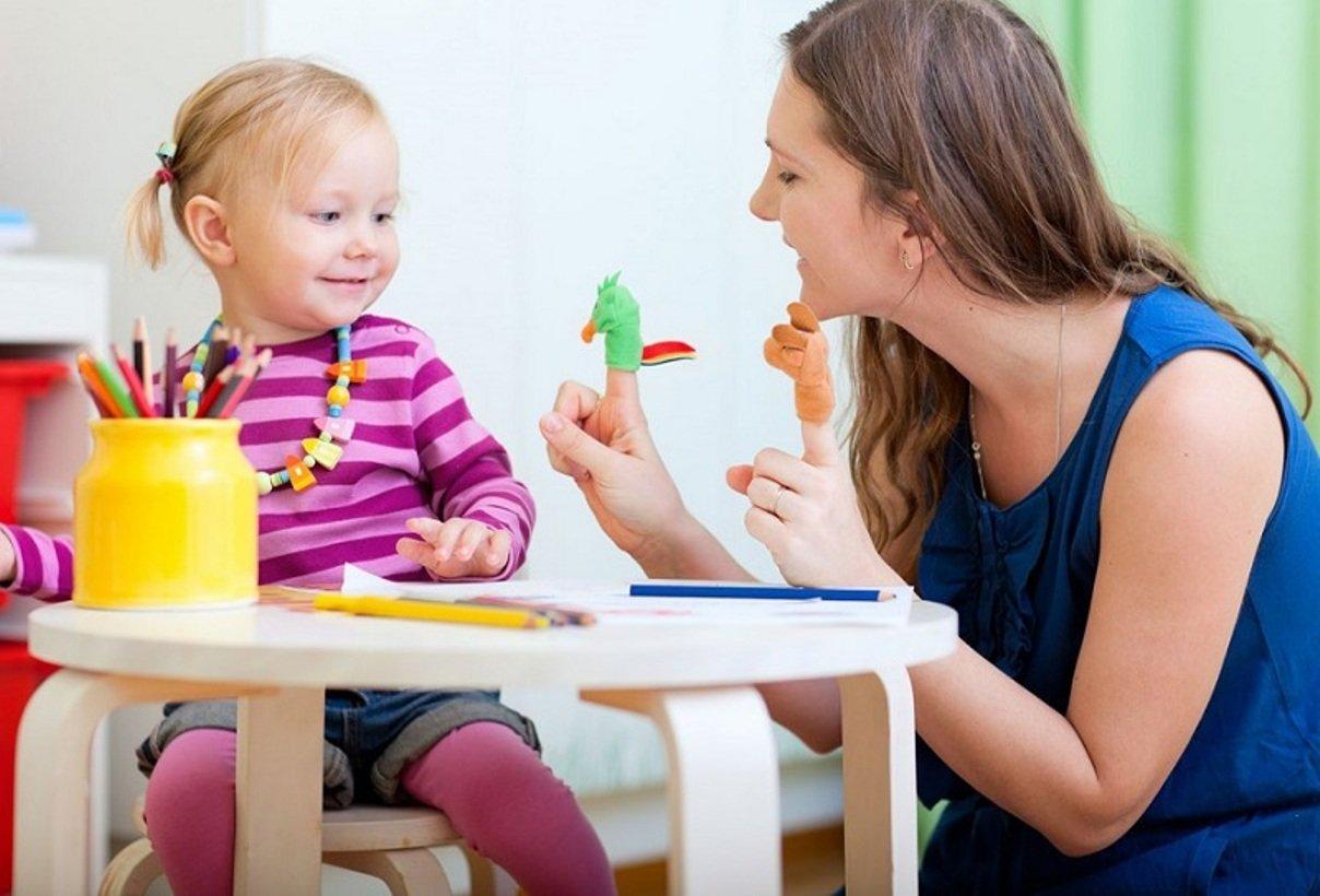 Colloquio per scegliere la babysitter: prepariamo insieme le domande da fare