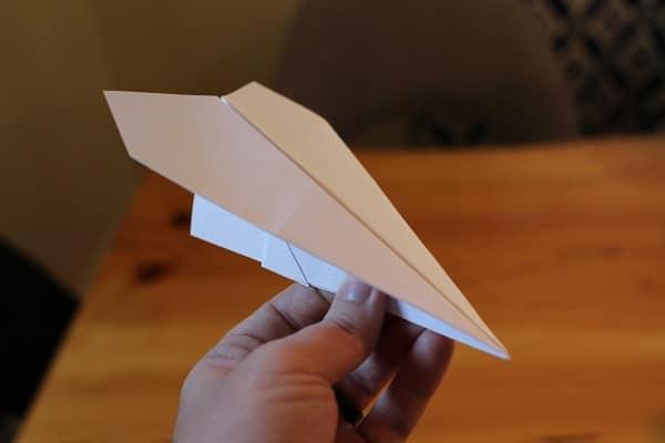 Aerei di carta acrobatici per bambini