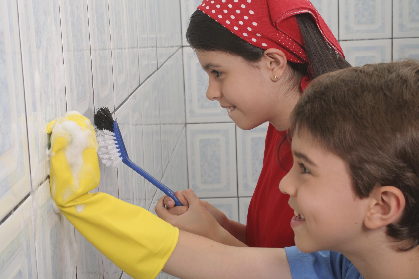 Facciamo le faccende domestiche: quando i bambini posso aiutare in casa