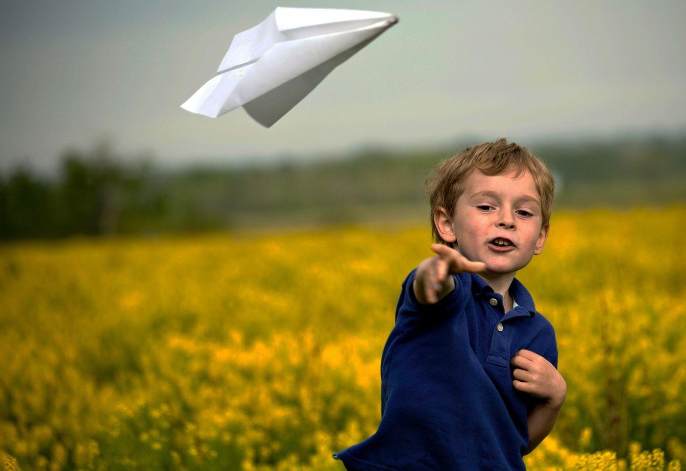 Aerei di carta acrobatici per bambini: come crearli?