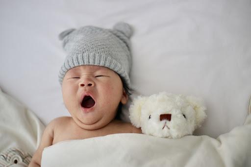 Il rumore bianco per addormentare i neonati: gli effetti benefici e non