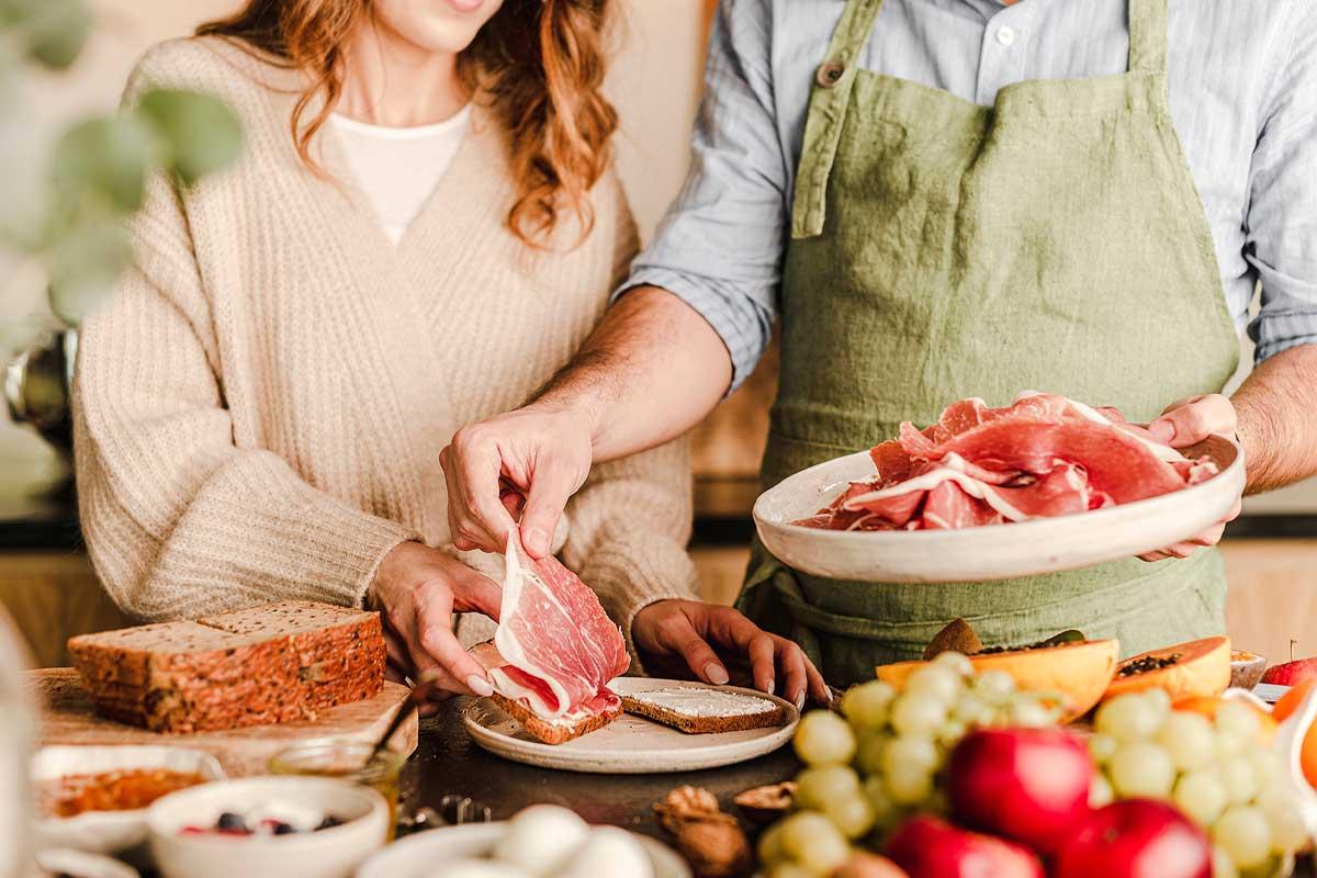 Prosciutto crudo in gravidanza: si può mangiare? Quali salumi evitare?