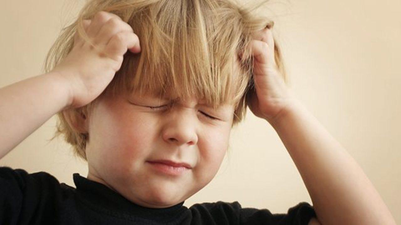 Pidocchi bambini: il motivo per cui compaiono e tutti i rimedi naturali