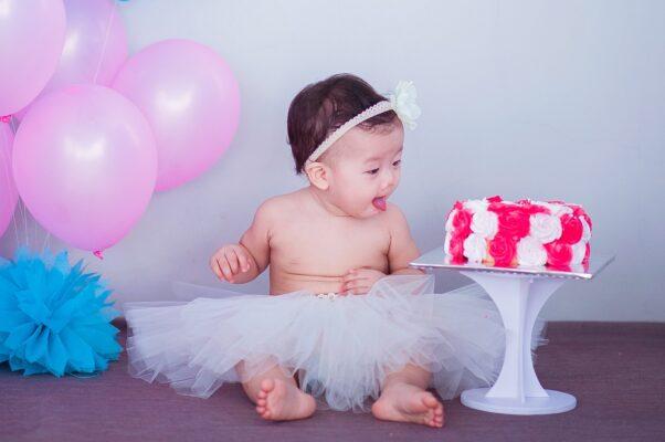 Complimese: idee originali per festeggiare il neonato mese per mese