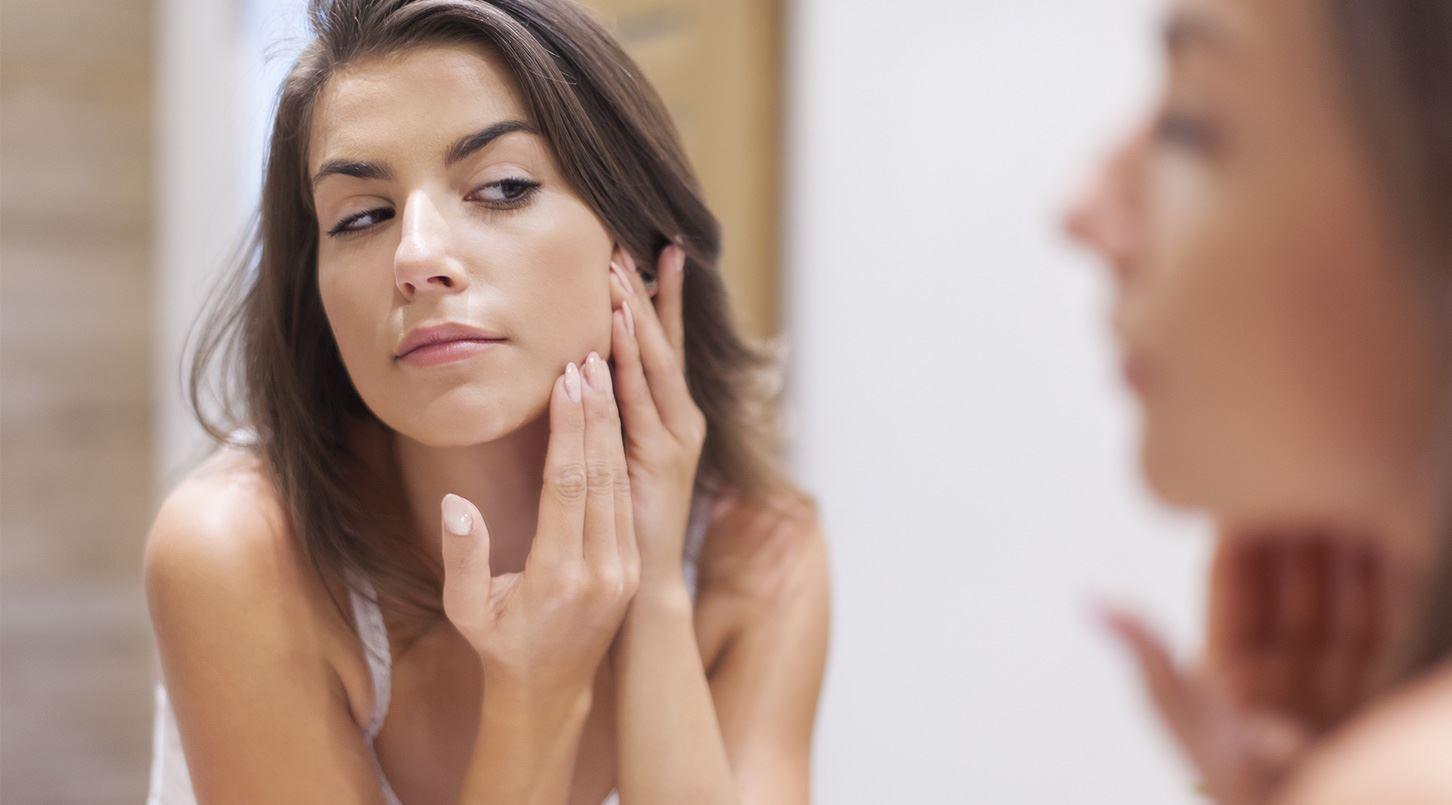 Come eliminare le cicatrici dell'acne: i consigli utili dell'esperto