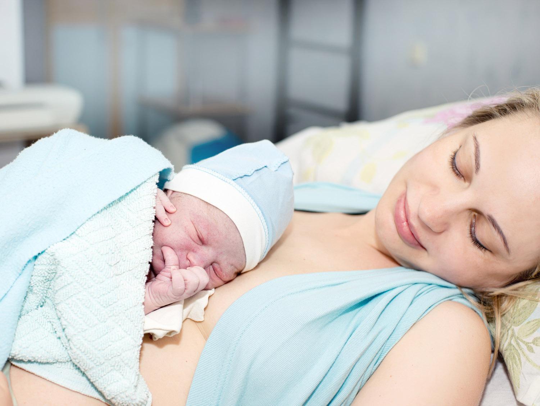 Assorbenti post parto: quali scegliere, quali caratteristiche devono avere