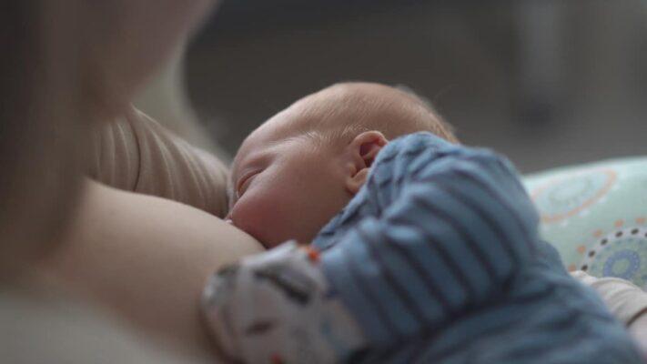 come smettere di allattare al seno senza traumi