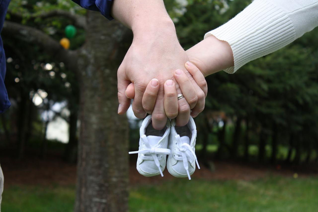 Scarpine neonato: servono davvero? Ecco i nostri consigli