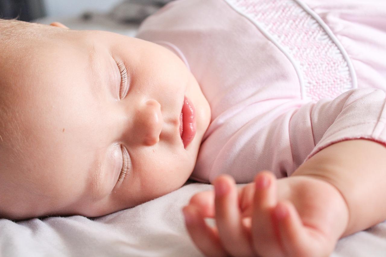 Sudamina neonati e bambini: come prevenirla e utili rimedi