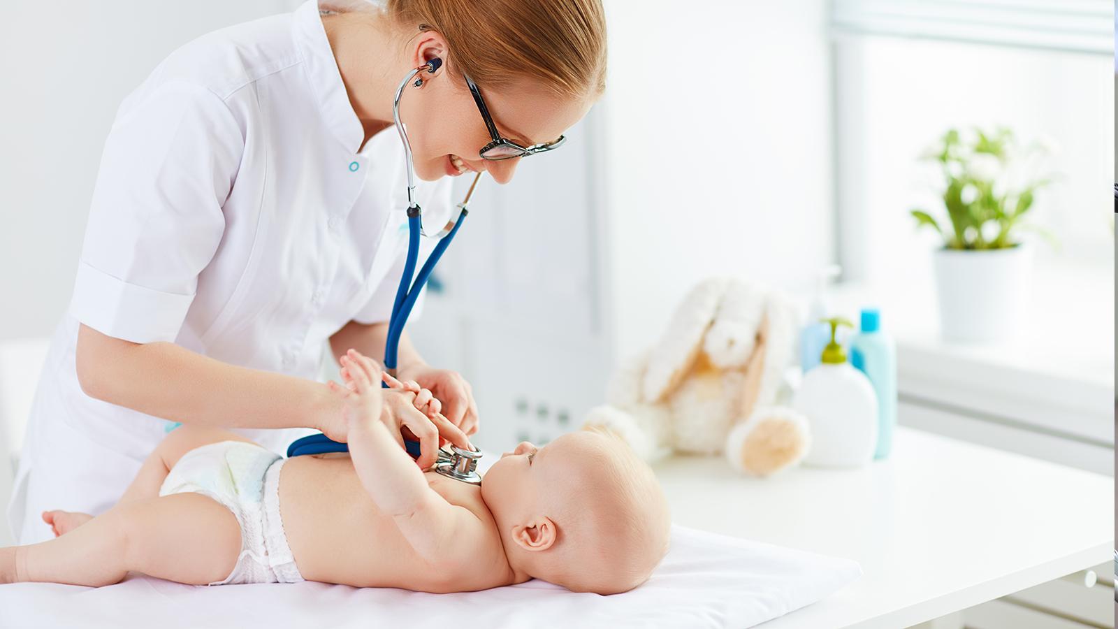 Visite di controllo neonati: quali e quando vanno fatte