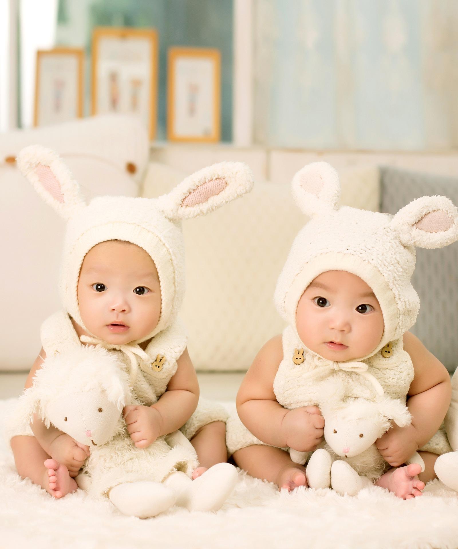 Sognare di partorire due gemelli: cosa può significare?