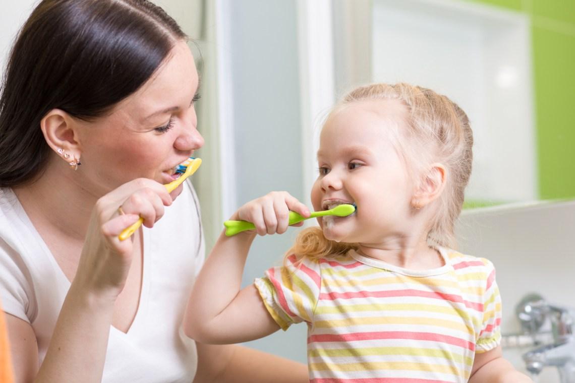 Come prevenire la carie bambini e come lavare i denti ai più piccoli