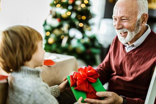 Auguri di Natale per i nonni: le migliori frasi ed immagini