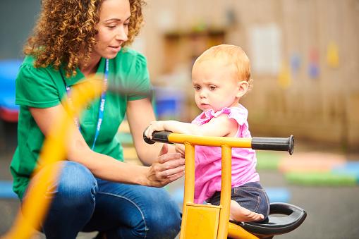 Come scegliere i giochini neonati