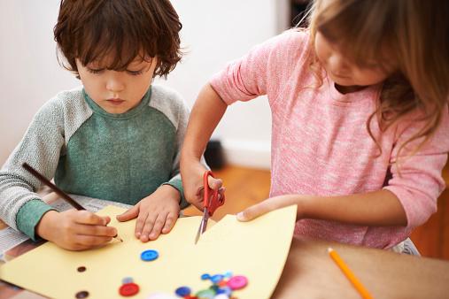 Collage bambini: 10 idee per fare quest'attività in casa
