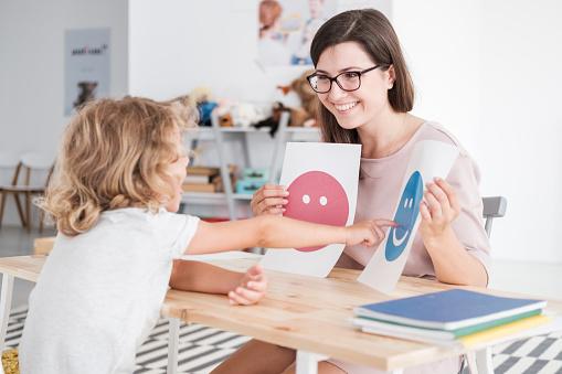 Sindrome di Asperger nei bambini: Segni e sintomi, Cause, Diagnosi, Trattamento
