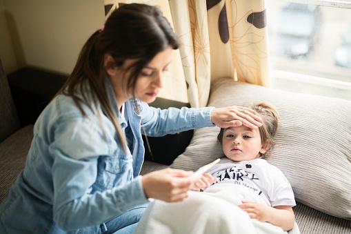 febbre nei bambini   febbre nei bambini senza altri sintomi   febbre nei bambini senza sintomi   febbre nei bambini di 2 anni   febbre nei bambini piccoli   febbre nei bambini di 3 anni   febbre alta   bambini piccoli   iperpiressia   bimbi piccoli   febbre neonatale   febbre alta bambini   come abbassare la febbre   febbre neonato   febbre bambini   temperatura neonati