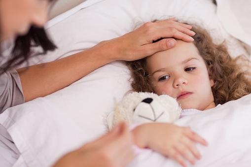 Febbre nei bambini quando preoccuparsi: quando contattare il medico e quando correre al pronto soccorso