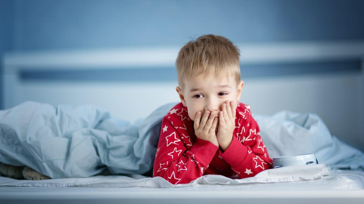 Bruxismo nei bambini: di notte e di giorno, cause e rimedi